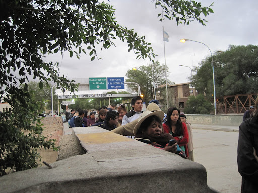 The line at the border, waiting for the Bolivian side to open.