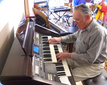 Roy Steen played the arrival music for us on the Technics GA3 Organ
