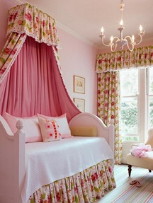 Girls-Bedroom-Decorating-Ideas-with-Floral-Canopy-Curtain-550x733