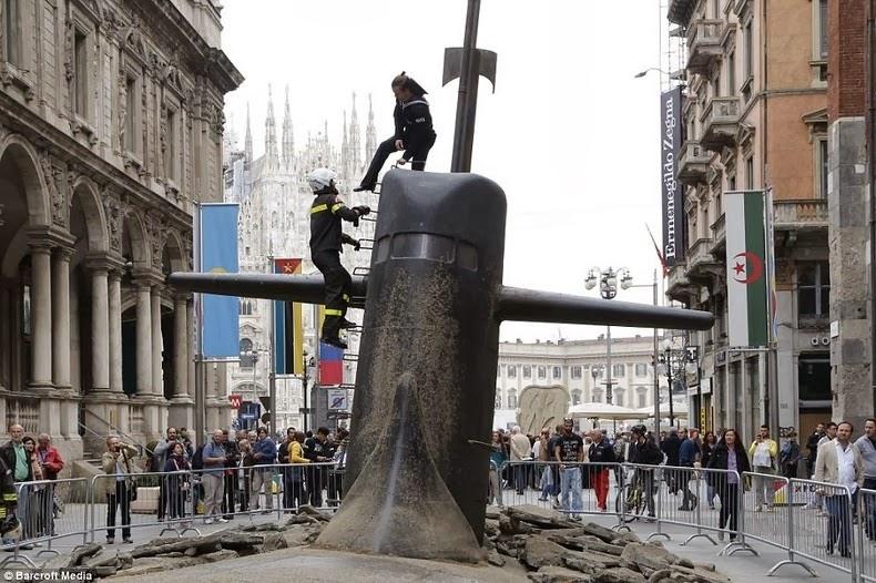 milan-submarine-1