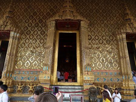 Obiective turistice Bangkok: intrare templul lui Buda de Smarald