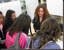 charlando con alumnas