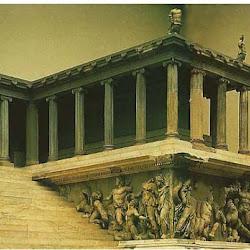 103 - Escuela de Pergamo - Detalle de relieves del Altar de Zeus en Pergamo