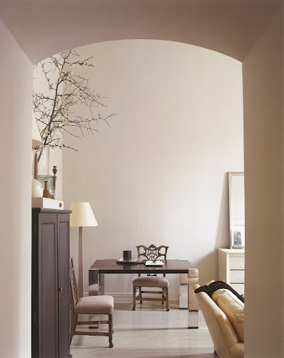 Modernism should not be too minimal, hence the two vintage chairs. Perfect accessories.