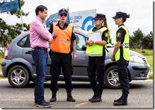 El intndente, Juan Pablo de Jesús, estuvo dialogando con efectivos policiales en los puestos fijos copy