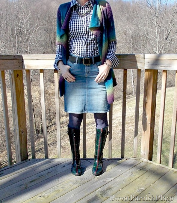 Denim skirt, black and white plaid blouse, muliti colored cardigan, rain boots3