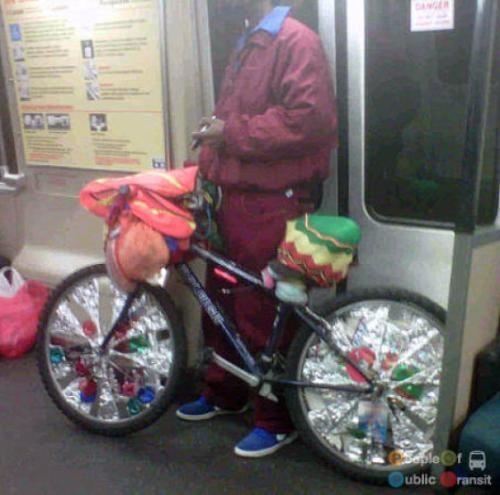 pessoas bizarras em metrô (30)