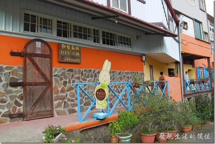 台中日月潭-和菓森林揉茶。沿著這條走廊可以去洗手間,也可以到和菓森林的販賣區去品茶。