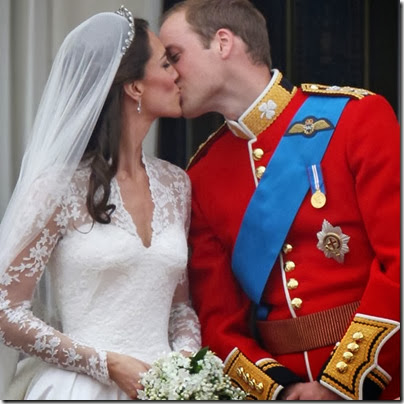 Seen-round-world-Prince-William-Kate-Middleton-royal-wedding-balcony-kisses-followed-footsteps-balcony-kiss-between-parents-Diana-Charles