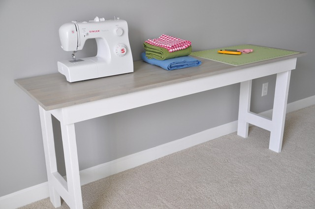 Sewing Table 087