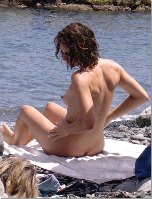 17-meninas-praia-nudismo-9