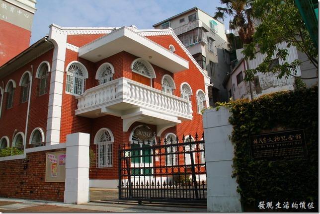 台南-長榮中學。林茂生文物紀念館。林茂生是長榮中學的校友,也是台灣第一位哲學博士,於228事件時犧牲,這建築以前是校長公館。(有網友補充說現在的「林茂生文物紀念館」現作為觀光科的實習餐廳)