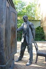 399px-Statue_of_C.S._Lewis,_Belfast