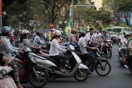 Imagini Vietnam: motorete Saigon