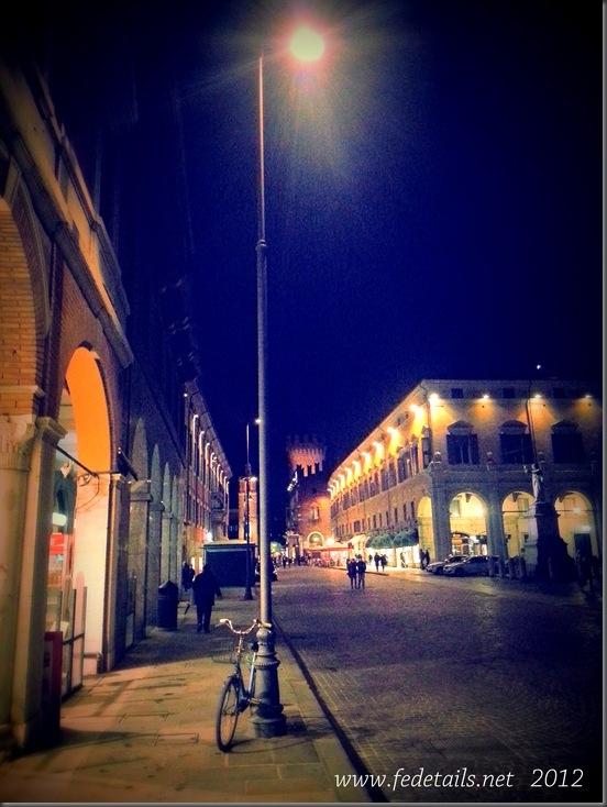 Corso Martiri della Libert ( lampione e bicicletta ), Ferrara, Emilia Romagna, Italia - Corso Martiri della Libert ( lamppost, bicycle ), Ferrara, Emilia Romagna, Italy - Property and Copyrights of www.fedetails.net