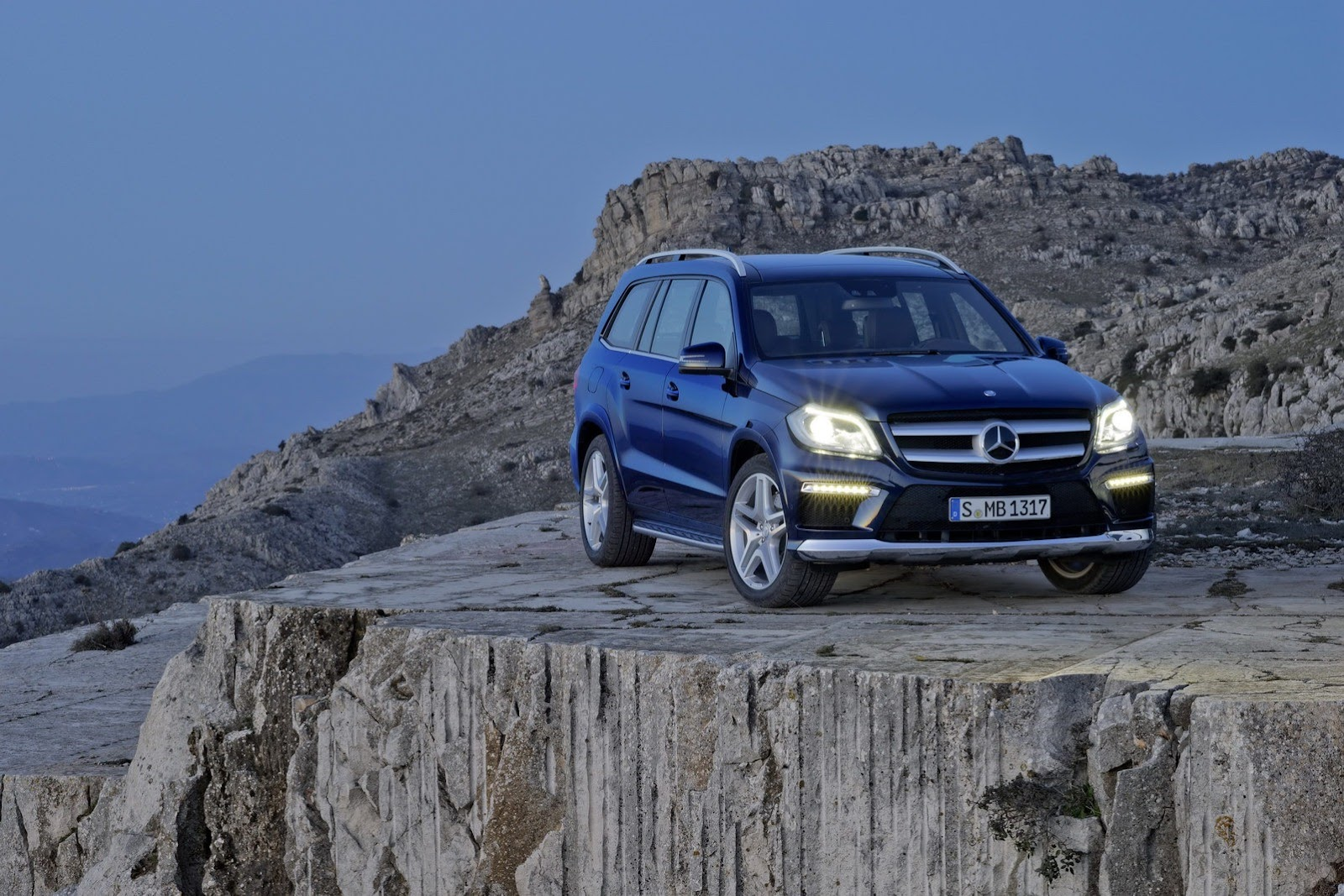 Cars news mercedes benz confirms uk pricing for new gl for Mercedes benz gl class suv price