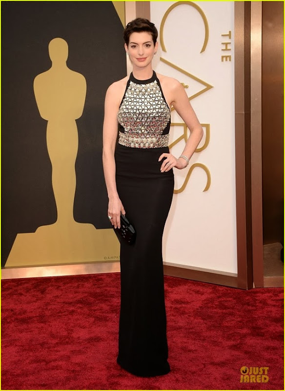 anne-hathaway-flashy-entrance-on-oscars-2014-red-carpet-01