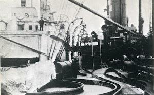 Kiel. El MOEWE en alistamiento. Se aprecian los railes para las minas y el tubo lanzatorpedos numero 4. Del libro CORSARIOS ALEMANES EN LA GRAN GUERRA (1914-1918)