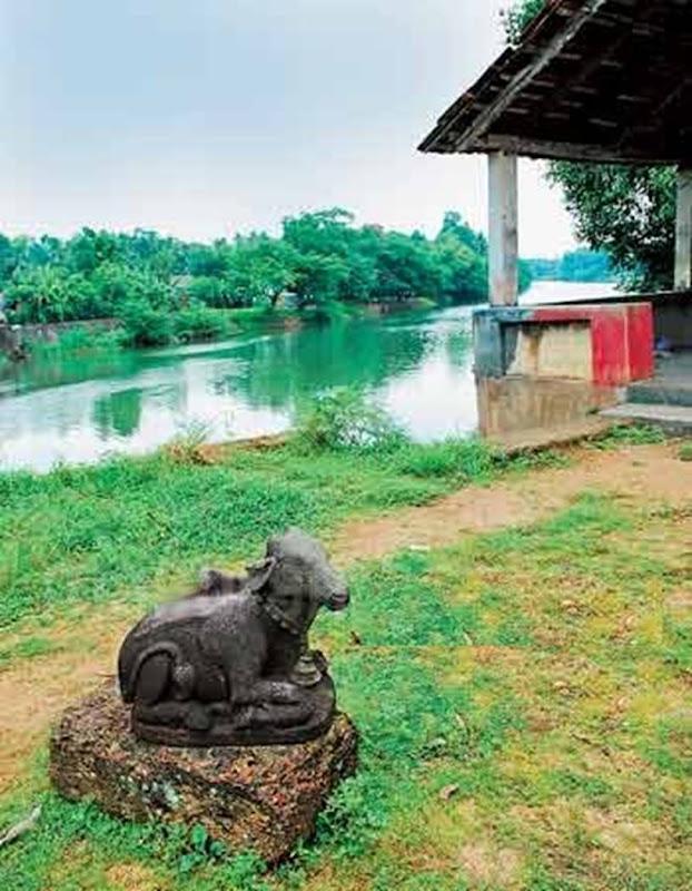 Traditional Kerala Houses: VARIKKASSERI MANA, SOORYAKALADI MANA, NARIKKOTTILAM, CHITTOR KOVILAKAM, POOMULLY MANA