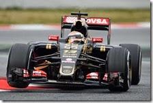 Pastor Maldonado con la Lotus nei test di Barcellona 2015