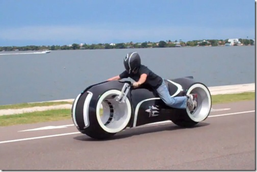 awesome-electric-tron-lightcycle-by-parker-brothers