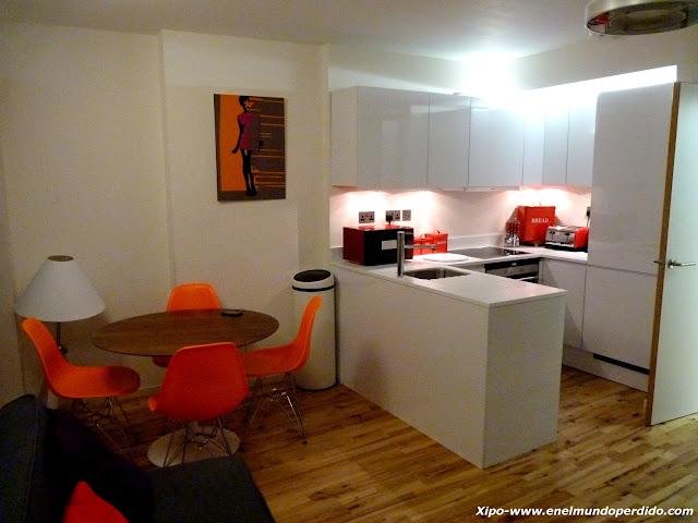 salon-cocina-apartamento-londres.JPG