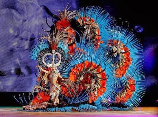 Queen of the 2013 Santa Cruz carnival Amanda Perdomo.