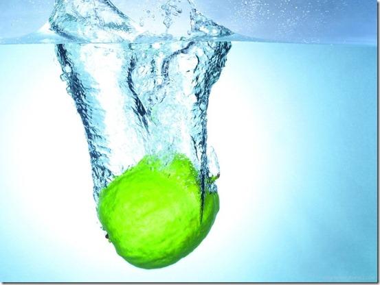 3d-fruit-in-water-wallpaper-lemon_1024x768_36901