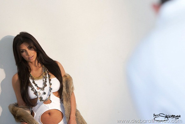 kim-kardashian-linda-sensual-sexy-sedutora-boob-peitos-decote-ass-bunda-gostosa-desbaratinando-sexta-proibida (160)