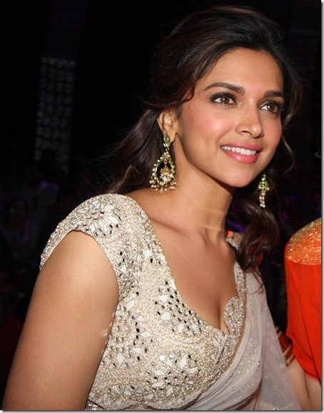 Deepika Padukone Latest Hot Cleavage Show Photos (10)