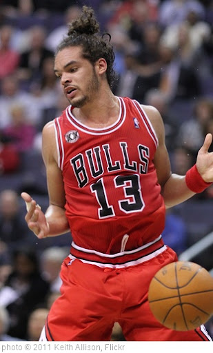 'Joakim Noah' photo (c) 2011, Keith Allison - license: http://creativecommons.org/licenses/by-sa/2.0/