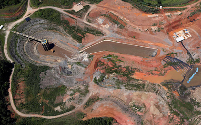 Aerial view of SABESP machinery, right, working next to pumps from the Jaguari dam station, in the São Paulo state water reservoir system, February 2015. Photo: Reuters