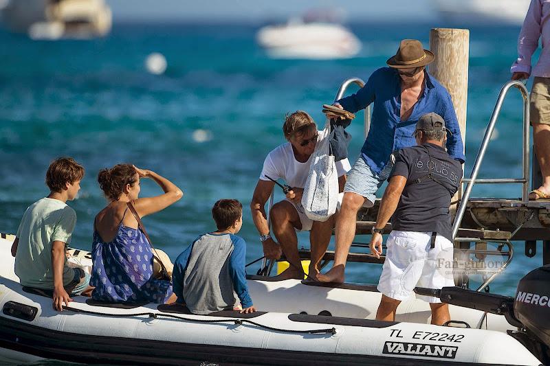 [Fotos] Simon Baker e Família (11.07.2014) 01031