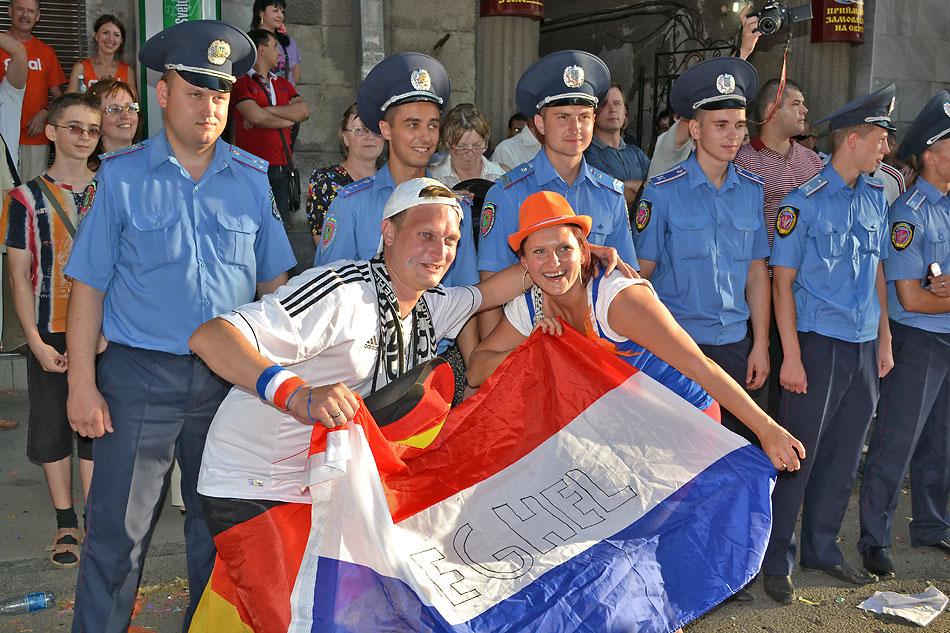 Евро 2012 по футболу. Харьков. 13 июня. Перед матчем Голландия - Германия - 111
