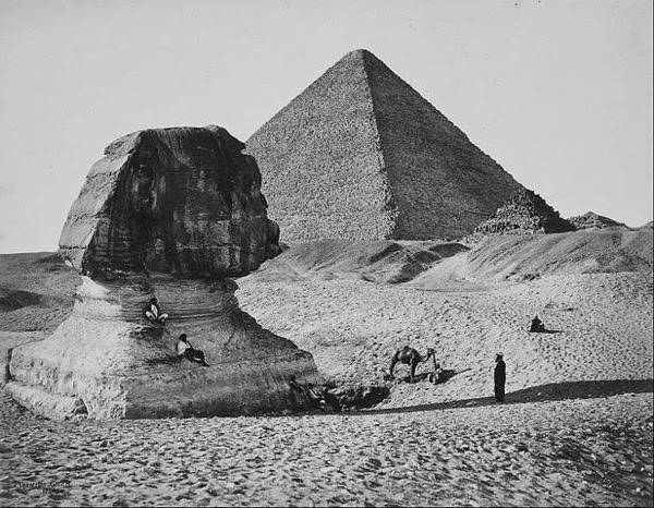 The Sphinx the Great Pyramid and two lesser Pyramids Ghizeh Egypt Foto Francis Bedford