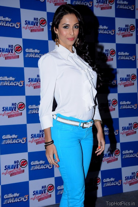 Malaika Arora Latest Pics in Blue Pants 9