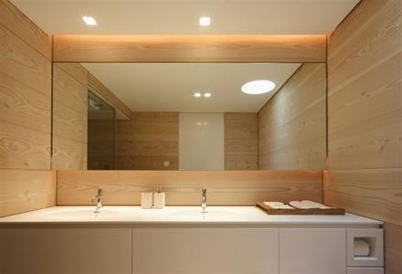 baño-pared-revestido-madera