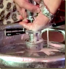 как разливать пиво из кеги пикник-помпой (ручным насосом)