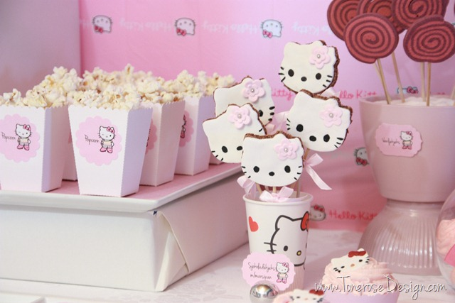 IMG_9330_rosa_kakebord_hello_kitty_dessertbord_bursdag