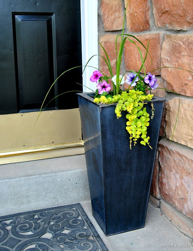 Black planters
