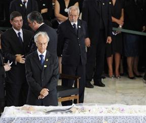Itamar presta homenagem ao falecido ex-vice-presidente da República, José Alencar, no Palácio do Planalto em 30 de março deste ano
