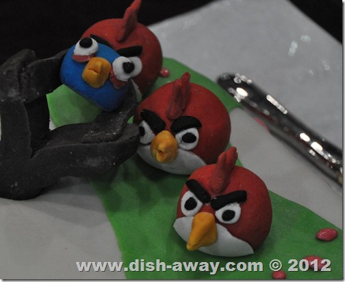 Tip on Fondant vs Gum-paste by www.dish-away.com