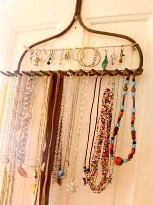 Eco-DIY-rake-jewelry-organizer