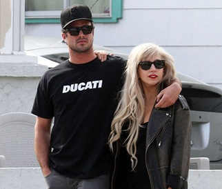 lady-gaga-on-a-break-with-taylor-kinney-to-focus-on-tour
