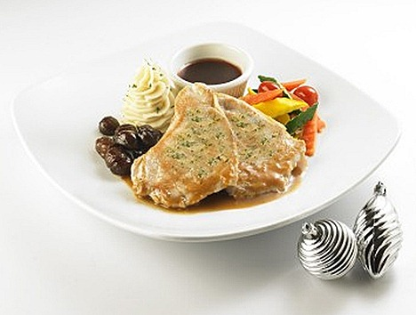 Swensens Grilled Turkey Breast glazed chestnut, buttered vegetables, mashed potato, cranberry sauce chicken gravy