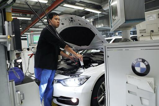 2012-BMW-3-Series-24.jpg