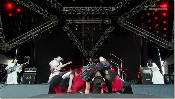 BABYMETAL_catch-me-if-you-can_21
