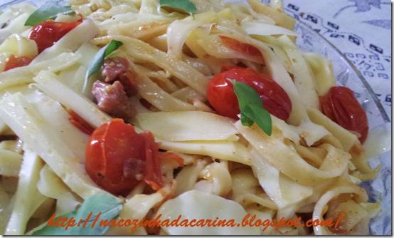 Tagliatelle-com-bacon,-tomatinhos-e-parmesão-02