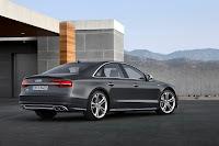 2014-Audi-S8-11.jpg