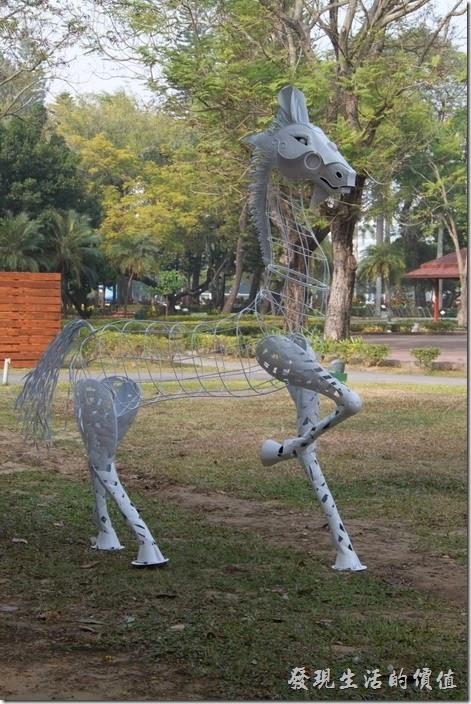 台南-2014中山公園百花祭。這匹馬其實還滿俊俏的。